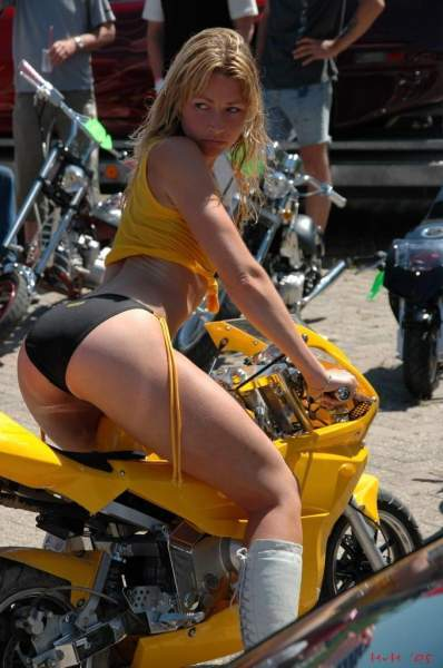 молоденькая блондинка с байкером порно